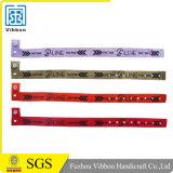 Chinahersteller gesponnener Wristband für kundenspezifischen Plastikclip gesponnenen Wristband