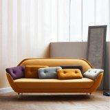 Nordisches einfaches Fiberglas-Rahmen-Gewebe-Sofa
