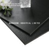 完全なボディ固体黒く白い灰色のスレートのタイル