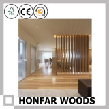 Cerca de madeira do material de construção rústico para a parede de divisória