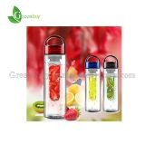 garrafa de água de 700ml Tritan Fruit Infuser com Handle