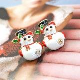 Brincos brancos do parafuso prisioneiro do boneco de neve do esmalte com o mini cristal acrílico preto