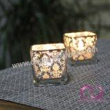 簡単な正方形の銀製の花の電気版のガラス蝋燭ホールダーの蝋燭のコップ