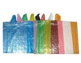 Ясный пластичный плащ сделанный из материала PE