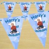 El empavesado de encargo del feliz cumpleaños del triángulo de la decoración del partido señala la bandera por medio de una bandera