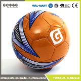 オレンジPVC革によって空気を抜かれるフットボール