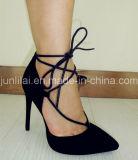 Señora Shoes con el talón de estilete