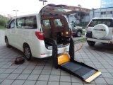 セリウムCertificateとのWheelchair UserのためのRear Doorの熱いSale Wheelchair Lift WLD 880 Installed