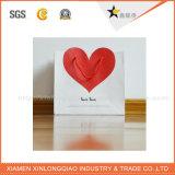Sacs en papier d'achats de tissu de modèle de coeur de qualité
