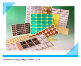 종이와 PVC에 의하여 인쇄되는 접착성 라벨