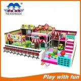 Kinderen die Apparatuur van de Speelplaats van het Kasteel de Binnen springen