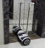 700W de witte Twee Gyroscopen van het Wiel staan de Slimme Zelf Elektrische Autoped van het Saldo op