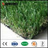 Лужайка зеленой травы орнамента сада искусственная с пожаром упорным