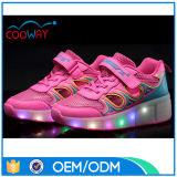 夏の素晴らしいデザイン美の女の子LEDの照明ローラースケートの靴