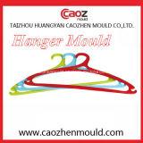 Molde plástico de la percha de ropa de la alta calidad en China