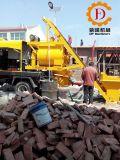 Camion della betoniera con la pompa idraulica