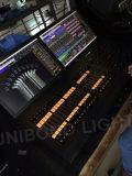 La grandi ala di comando di mA e regolatore dell'ala DMX del Fader con 2 schermi illuminano il regolatore