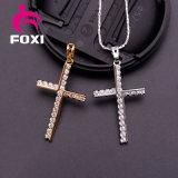 十字の純粋な金によってめっきされるCZの宝石類のネックレスへの神聖なイエス・キリスト