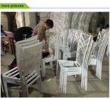 結婚式のための鉄のChiavariの椅子をスタックする流行の卸売
