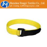 Les serres-câble réutilisables de crochet et de boucle d'attache attachent vers le bas