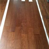 Plancher en bois machiné par noix américaine de finition laqué UV