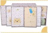 流行のギフト用の箱を持つ新生の赤ん坊のためにセットされる23PCS赤ん坊の綿の衣服