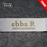 Le T-shirt 100% de polyester de vente en gros d'usine étiquette les étiquettes tissées d'or