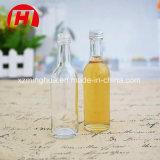 O licor bebe o frasco de vidro do álcôol com tampão de parafuso