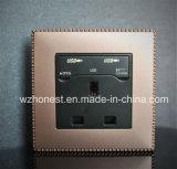 Plot britannique de 13A USB avec de doubles ports de remplissage d'USB, port USB 2100mA