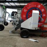 Полив вьюрка шланга турбины воды фермы земледелия перемещая с спринклером