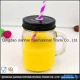 Bouteille en verre de boisson transparente de fruit et choc de maçon