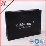 Transporteur d'achats avec les sacs en papier de luxe faits sur commande de cadeau de traitement d'impression et de corde