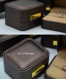 チョコレートカラー円形のプラスチック擬似革ギフトの宝石類の包装ボックス