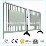 電流を通されたステンレス鋼の構築のバリケードか使用された群集整理の障壁