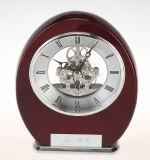 Orologio classico della mensola del camino della cupola