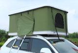 Reboque da barraca de acampamento com o anexo para o acampamento ao ar livre