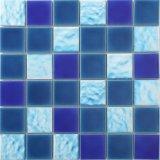 青い磁器のガラスモザイクプールデザイン