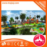Grand parc d'attractions extérieur de cour de jeu de bateau de pirate