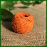 着色されたジュートの麻ひもを作るカーペット