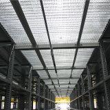 Plataforma de acero con la reja galvanizada