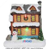 Chambre de biscuit de vacances de Noël de résine avec l'éclairage