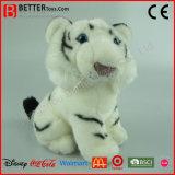 Tigre animal se reposant bourré réaliste de blanc de jouet de peluche