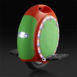 Una vespa eléctrica del soporte de la rueda con la luz de F/R