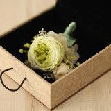 결혼 선물과 훈장을%s 보존한 신선한 꽃