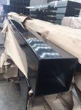 正方形のポストを囲う粉によって塗られる電流を通された鋼鉄