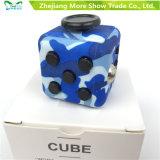 El juego adulto del escritorio del alivio de tensión del cubo mágico de la persona agitada juega el regalo especial para los cabritos adultos