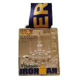 Medalla cuadrada de cobre amarillo antigua plateada de encargo del acontecimiento deportivo con el acollador disponible