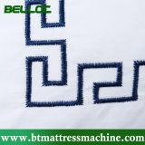 Almohadilla de seda bordada tridimensional de la pluma del algodón
