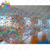 Finego Cina mette in mostra la sfera gonfiabile di Zorb di calcio del corpo dell'acqua dell'erba del PVC