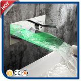 Luz do Faucet do diodo emissor de luz do Faucet da cachoeira do diodo emissor de luz nenhuma bateria